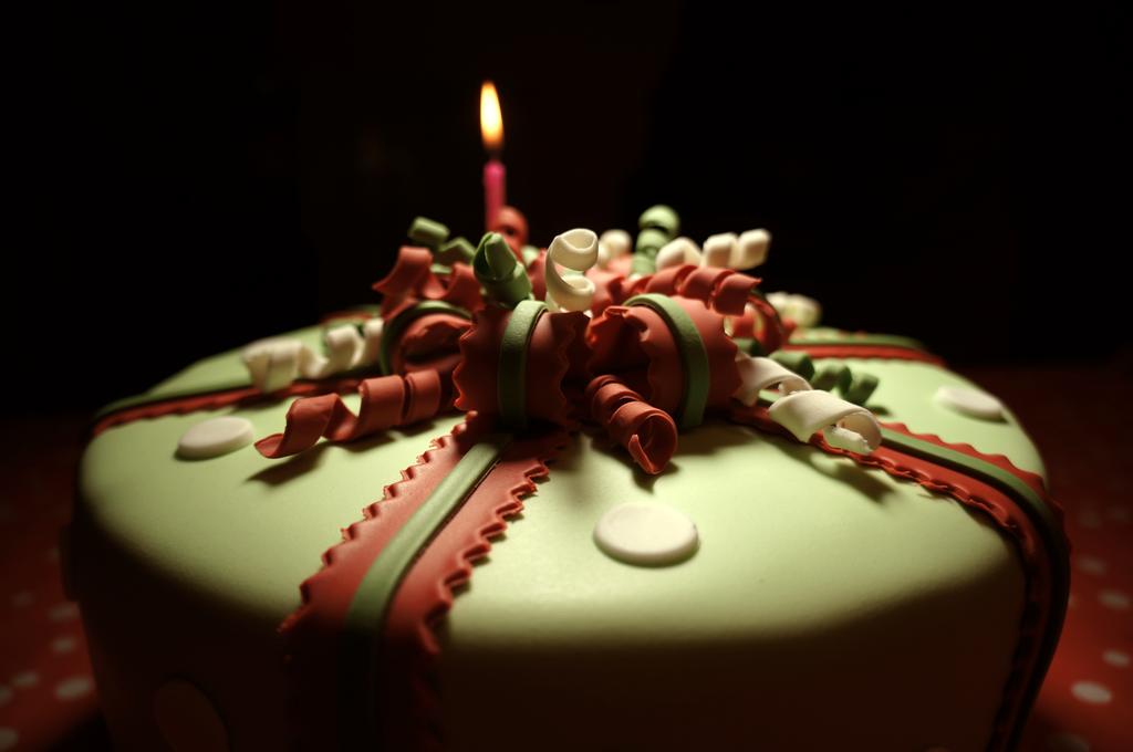 Torta pacco regalo natalizio dolcerossana for Sito annunci regalo
