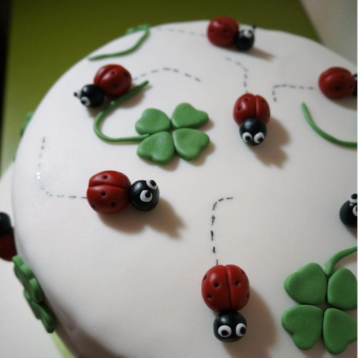 Torta di compleanno portafortuna dolcerossana for Idee per torte di compleanno